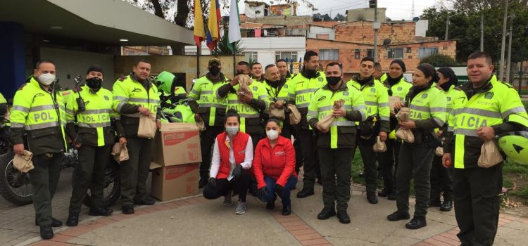 Huevos Santa Reyes entrega desayunos a los Héroes Ocultos de Bogotá